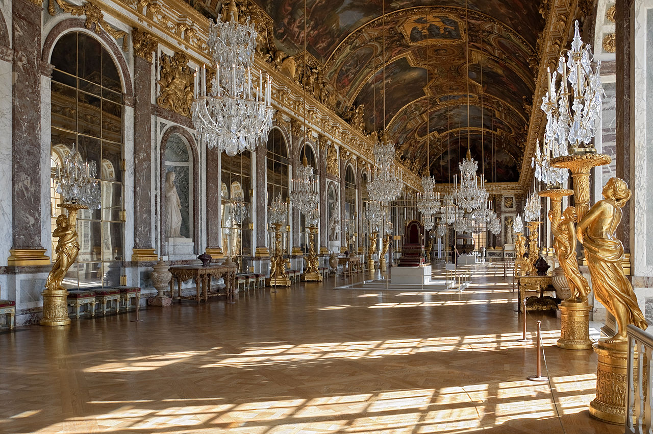 Chateau Versailles Galerie des Glaces (Hall of Mirrors), Versailles Palace. By Myrabella (Own work) [CC-BY-SA-3.0 (http://creativecommons.org/licenses/by-sa/3.0)], via Wikimedia Commons.