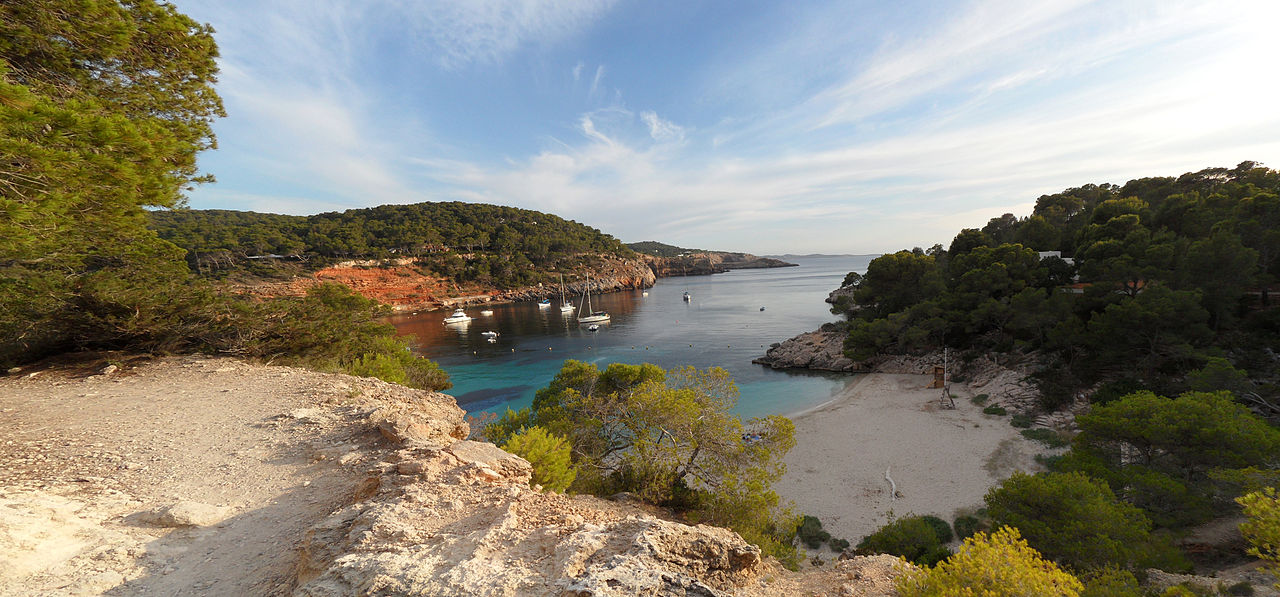 Cala Saladeta, Ibiza. Taken by Wikimedia Commons user Enrique Ayesta Perojo.