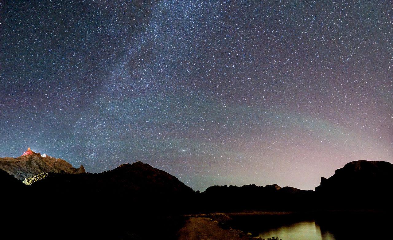 Starry night sky in Palma de Mallorca. Taken by Wikimedia Commons user Andrés Nieto Porras.