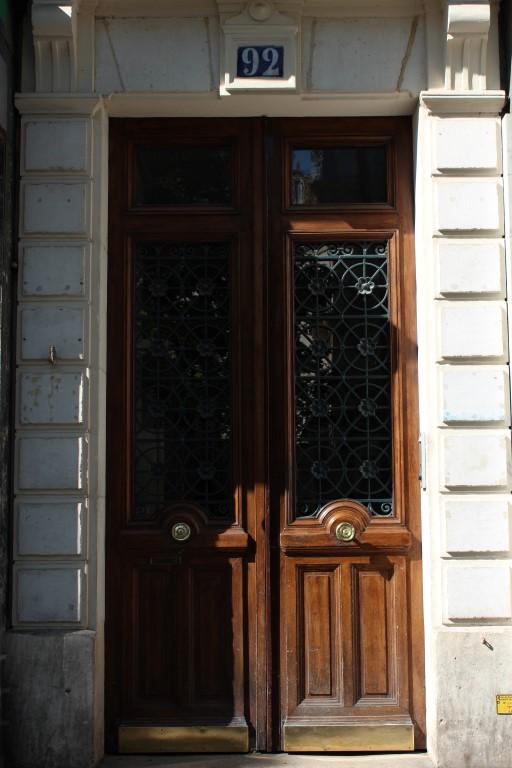 Doors around Paris