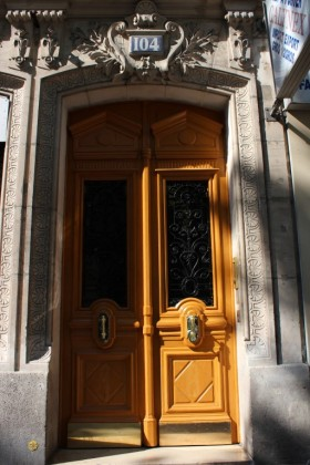Doors around Paris